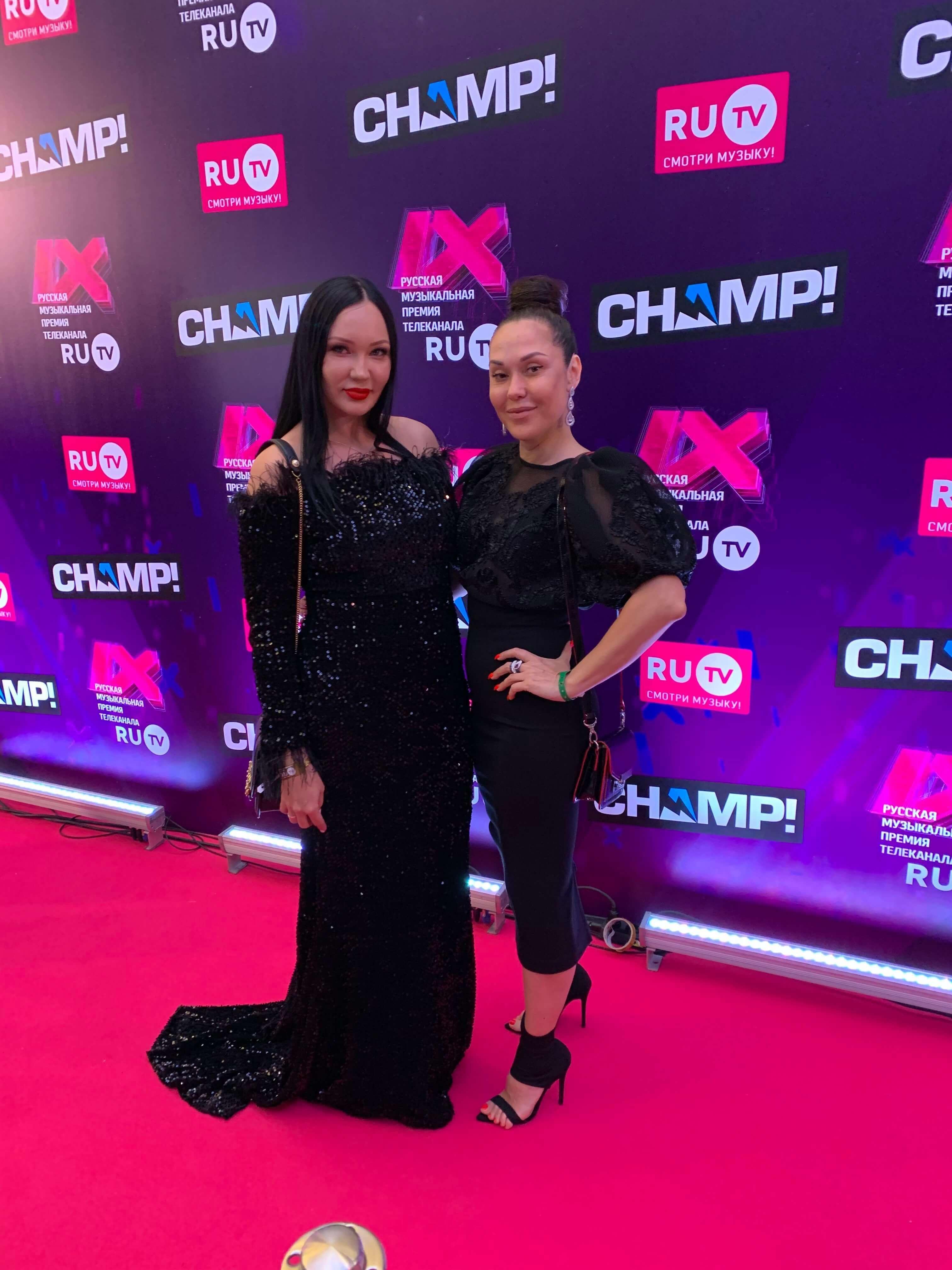 Мира и Оксана Романенко