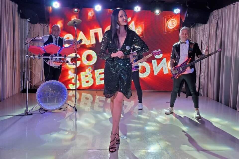 Мира в эфире популярного телеканала исполнила свои песни