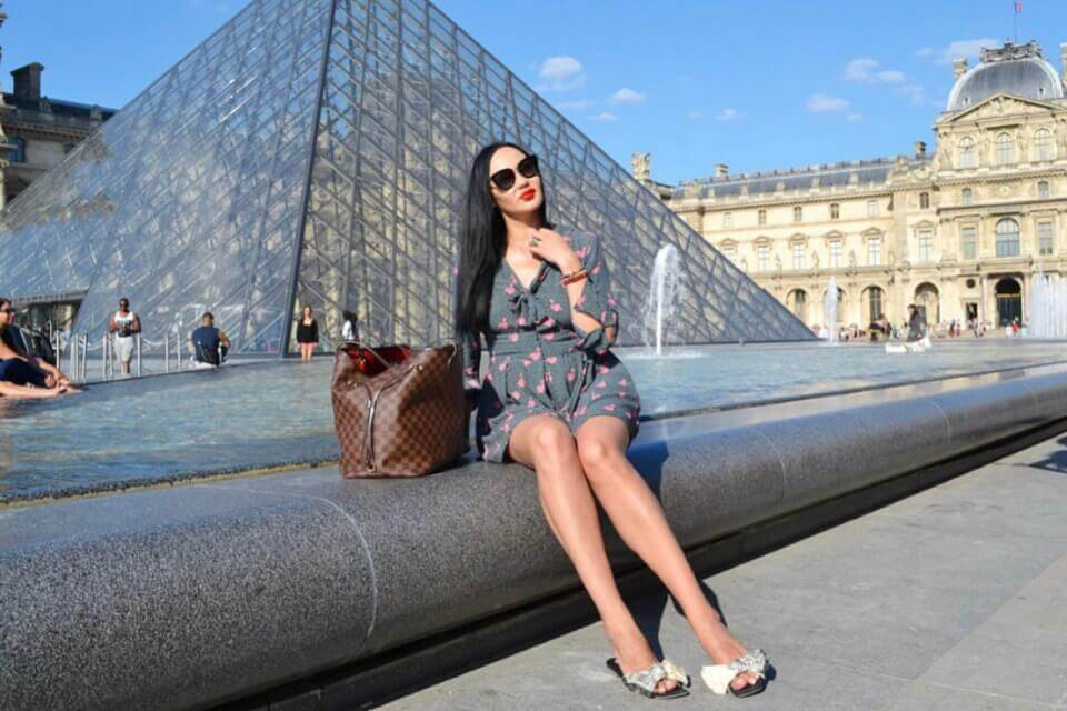 Триумфальная арка – памятник архитектуры на площади Шарля де Голля